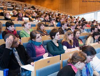 エネルギー分野を学ぶ大学 将来有望な10の履修コース
