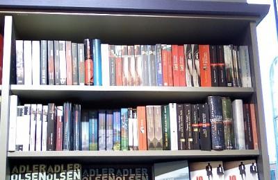 ドイツ書店の北欧ミステリ棚! ⒸMarei Mentlein