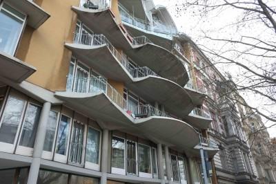 Balkone an einem Bau aus den achziger Jahren