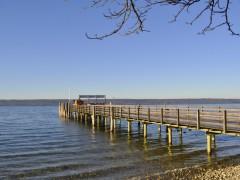 アマー湖の船着き場。遊覧船も走る気持ちのよい行楽地です。