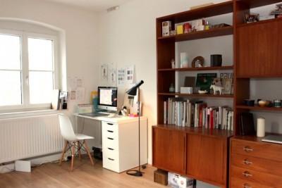 光が降り注ぐ、明るい自宅兼オフィス