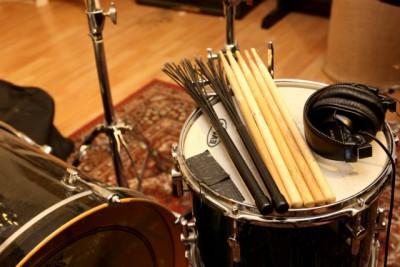 スタジオでドラムの個人レッスンも行っています