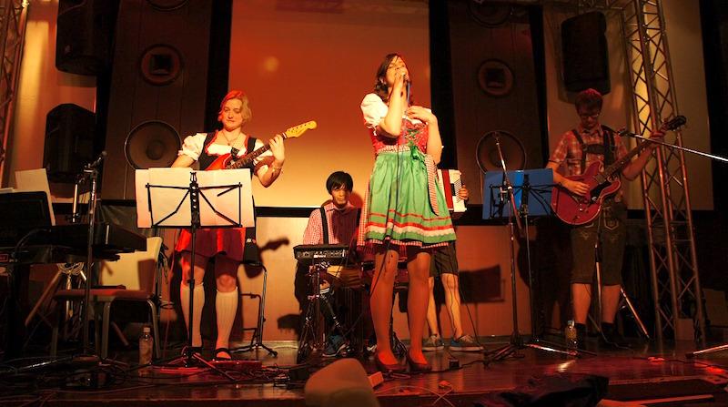 「独メン」ライブ!みんなが知っている、ドイツのヒット曲を演奏しました