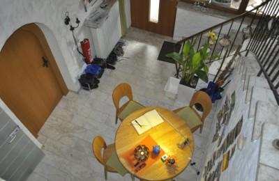 この日の最後に訪れたのは、サンティアゴ巡礼一色の宿。詳しくは下でご紹介しています。