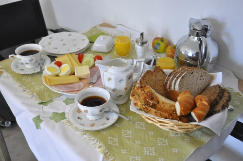 うれしくなってしまうような充実の朝食! 歩く前の大切な栄養補給です。