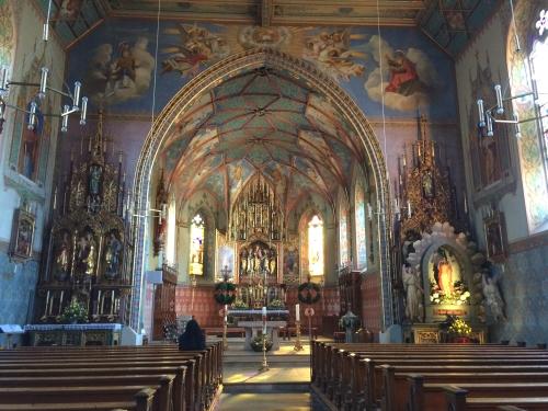 聖ペラギウス教会。現在の姿になったのは1440年のこととか。