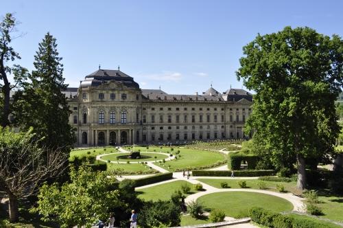 18世紀に大司教の宮殿として建てられたレジデンツ。次回は内部も見学したい!
