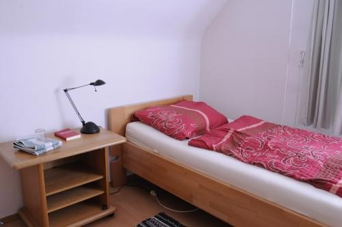 案内された小部屋。簡素ながら、落ち着く空間です。
