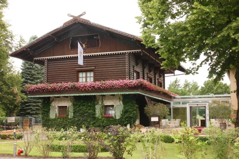 """職場の""""Hotel Bayrisches Haus Potsdam""""。住み込みで勤務。"""