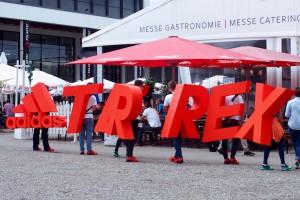 新ブランドをPRにするためTERREXの文字を背負って会場に現れたアディダスのスタッフたち Photo: Aki SCHULTE-KARASAWA