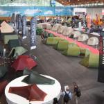 テント展示エリアでは実際に使用感を試すことができた Photo: Aki SCHULTE-KARASAWA