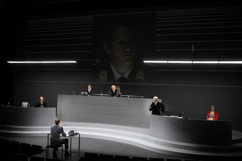 ©Düsseldorfer Schauspielhaus – Foto: Sebastian Hoppe ©Gustav Kiepenheuer Bühnenvertriebs-GmbH