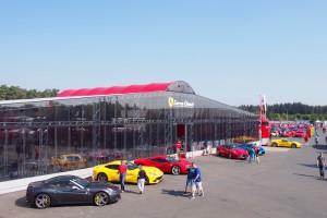 「フェラーリ・チャレンジ」ではいままでわたしが見たことのない数のフェラーリが並んだ Photo: Aki SCHULTE-KARASAWA