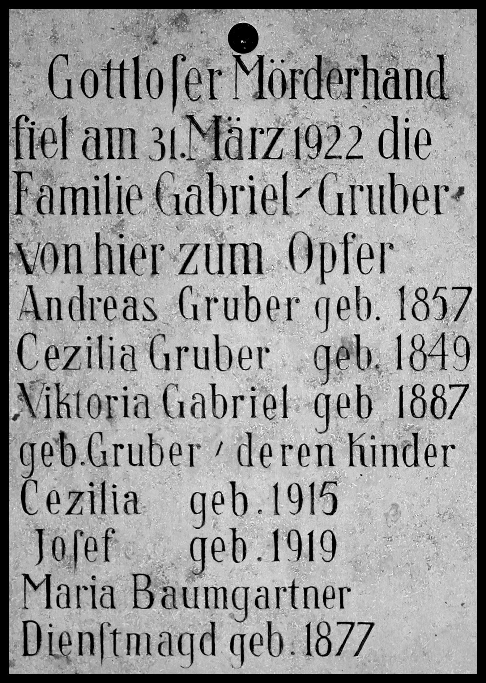 事件現場の碑文 Ⓒ Andreas Keller