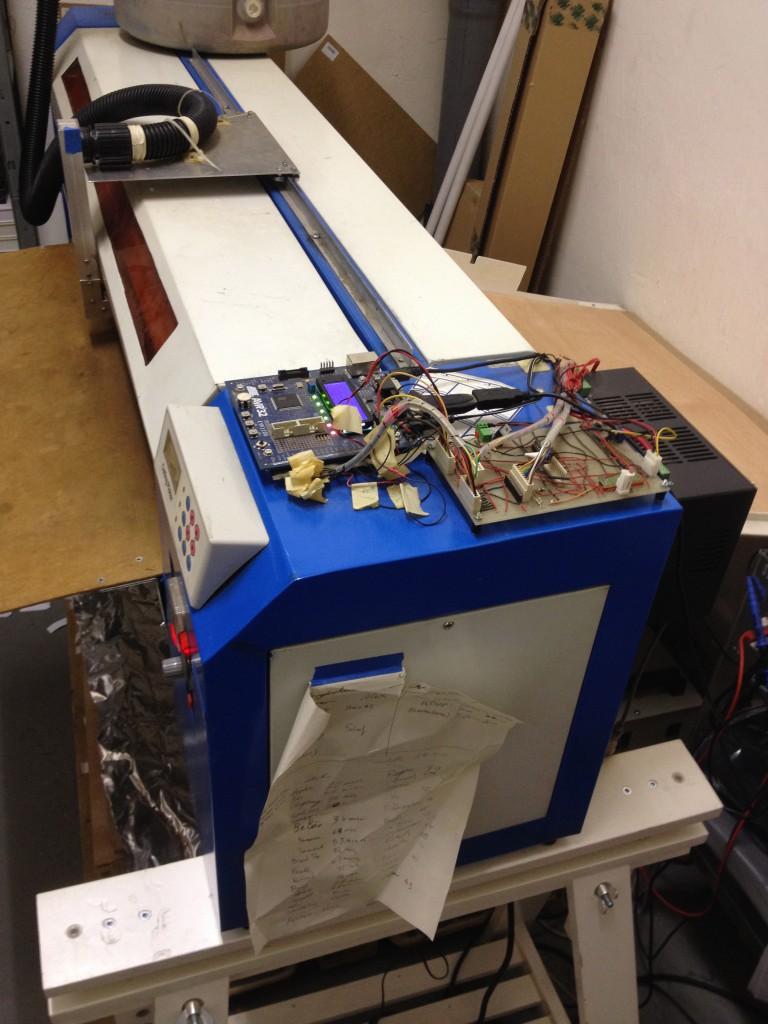 写真9 自ら組立て、プログラミングした機械2