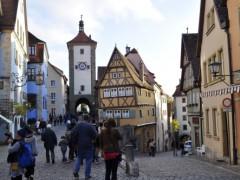 今回初めて訪れたローテンブルク。写真では何度も見た街並みですが、やっぱり可愛い!