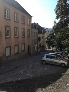 この坂は下っていませんが、ルクセンブルク全体的に坂が急です。