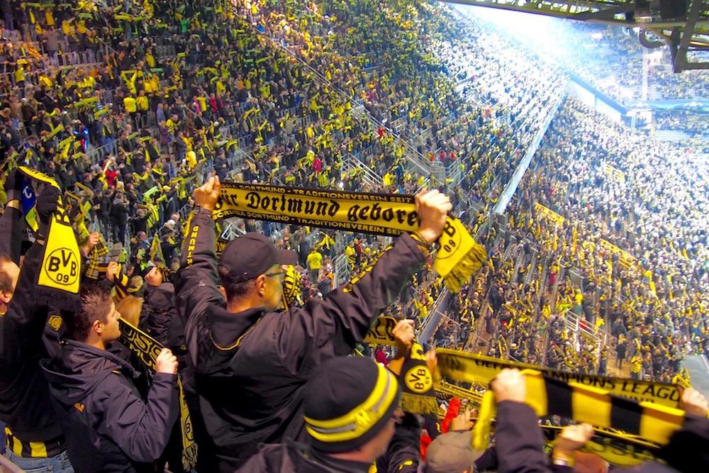本拠地ジグナル・イドゥナ・パークはイエロー&ブラックのボルシア・ドルトムントのファンで染まった Photo: Aki SCHULTE-KARASAWA