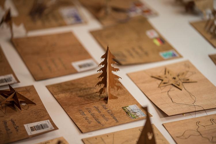 写真9 フォルムス‐木製ポストカード