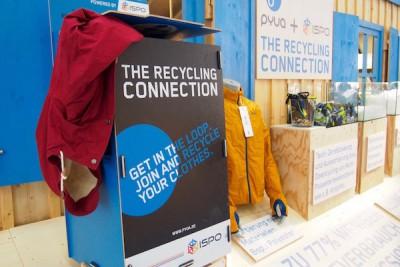 ピュアのブース横にはリサイクルボックスの設置のほか、リサイクルに関する展示も Photo: Aki SCHULTE-KARASAWA