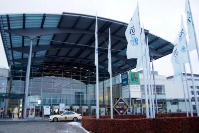 「ISPO」のフラッグが翻ったミュンヘンのメッセ会場 Photo: Aki SCHULTE-KARASAWA