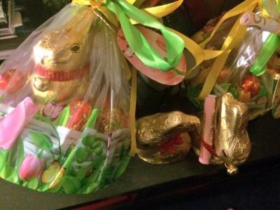 イースターチョコレート。見えにくいですが、ウサギの首にお札(お年玉)が巻いてあります。