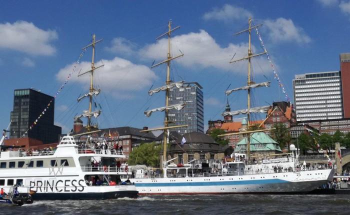 エルベ川に停泊中の帆船 ©GK-Osaka