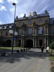 英語学科とアジア研究学科が入っている建物