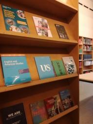 学科の図書室にあった留学先の大学のパンフレット