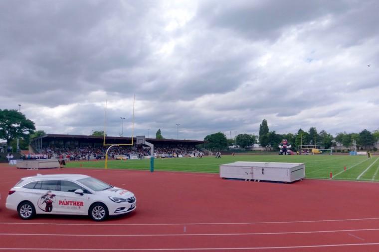 デュッセルドルフ南部のパンサーのホームスタジアム Photo: Aki SCHULTE-KARASAWA