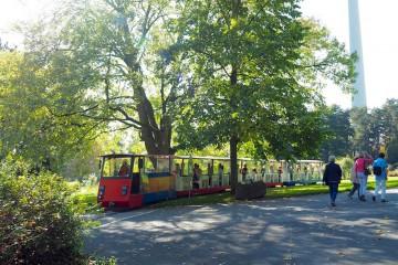 ヴェストファーレンパーク内を周遊する列車。園内に2駅ある Photo: Aki SCHULTE-KARASAWA
