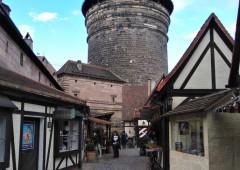旧市街の入り口にある職人広場