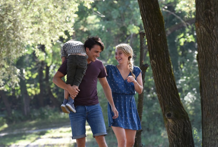 Sali (Kostja Ullmann ) mit Laura (Anna Maria M¸he) und ihrem Sohn.