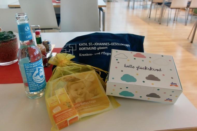 病院の説明会に参加するだけでこの量のプレゼントがもらえます Photo: Aki SCHULTE-KARASAWA