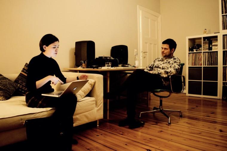ドリアンの自宅でインタビューを実施。