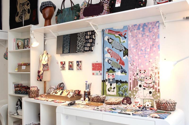 日本で買い付けた商品もいろいろ。