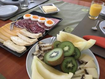 フルーツやチーズがこんなに食べられるなんて贅沢です