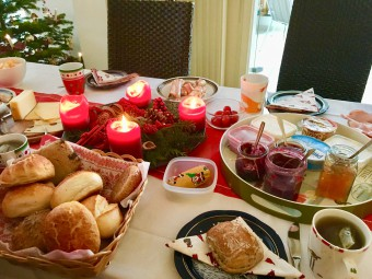 これも友人の家での朝ごはん、ジャムも種類が豊富です