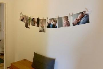 フォトグラファーによる写真は、助産院(ヘバメプラクシス)の廊下にも飾られていました Photo: Aki SCHULTE-KARASAWA