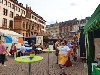 世界各国のフード屋台が集まるストリートフェス。ラテン系はノリノリ♪