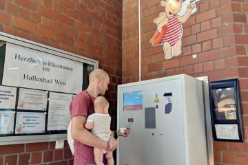 入場チケットの販売機。大人は3.5ユーロで、5歳以下の子供は無料 Photo: Aki SCHULTE-KARASAWA