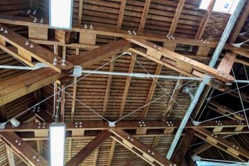 ドルトムント・西プールはレンガ造りの建物で、天井は木組み Photo: Aki SCHULTE-KARASAWA