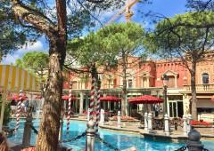 「イタリア」 大きな湖に色とりどりな建築物