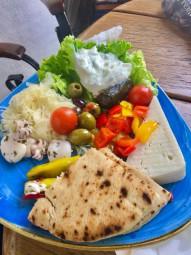 ギリシャで友達と食べたお昼ごはん