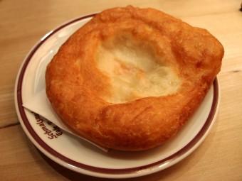 シュマルツヌーデルは揚げたてに砂糖をまぶして食べるのが最高!