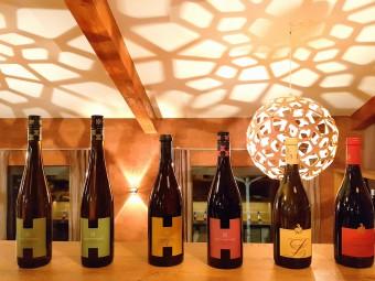 写真はホテルやゴルフ場も併設する醸造所「ハイトリンガー」のワイン。