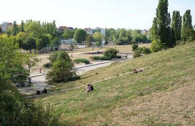 公園の散歩は大きなリラックス効果があります。