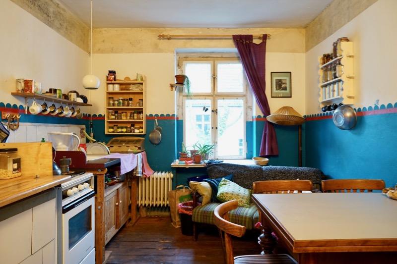 シェアオフィスのキッチン。一般宅のように心地よさそうです。