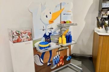 ルフトハンザの空港ラウンジに設置された、子供のが喜びそうなコーナー Photo: Aki SCHULTE-KARASAWA