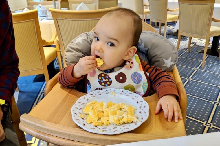 充実した朝食ビュッフェは、子連れ旅でもハイライト。宿泊は迷いなく朝食付きプランを Photo: Aki SCHULTE-KARASAWA